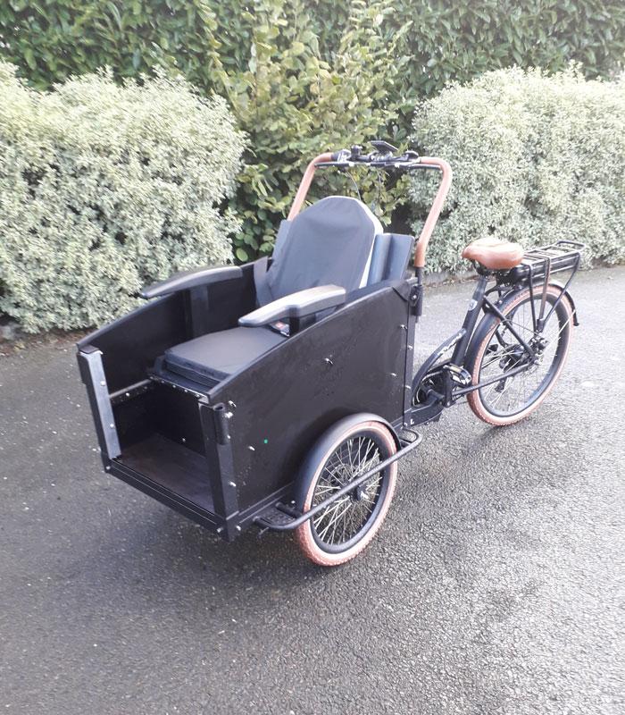 Vélo Emeraude - Location et vente Cargo PMR adapté pour le transport d'une personne à mobilité réduite